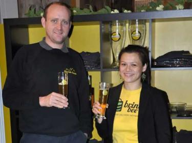 Stella von BringBee mit Braumeister Oli Honsel